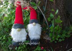 how to make gnomes in felt and felt Christmas Gnome, Xmas, Gnome Ornaments, Herb Garden Design, Holiday Crafts, Holiday Decor, Scandinavian Gnomes, Christmas Decorations, Christmas Ornaments
