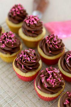 Receita para fazer o frosting de chocolate dos cupcakes! festas