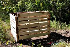 DIY compost bin from old pallets. This is an idea for pallets that I can get on board with. Do you know what kind of gross things used pallets have been tossed in. Yuck. Using them for headboards especially grosses me out.