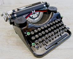 Working Vintage Underwood Portable Typewriter by anodyneandink, $175.00