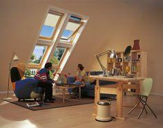 Du lumière pour le salon avec la fenêtre de toit