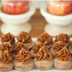 Docinho de churros Wedding Desserts, Mini Desserts, Just Desserts, Delicious Desserts, Breakfast Dessert, Dessert Table, Cheesecake Recipes, Dessert Recipes, Nibbles For Party