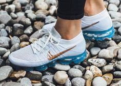 Chaussure Nike Air Vapormax femme White Explorer Bronze Swoosh (2)