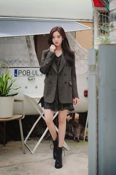 daily 2018 feminine & classy look Korean Fashion Work, Asian Fashion, Girl Fashion, Womens Fashion, Fashion Design, Blazer Outfits For Women, Fall Outfits, Casual Outfits, Cute Outfits