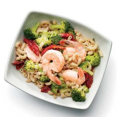 Shrimp and Broccoli Pasta Salad  4 oz cooked shrimp*  1/2 cup cooked whole-wheat elbow macaroni  1/2 cup steamed broccoli  4 sun-dried tomatoes, halved  1 tsp capers  1 Tbsp fresh lemon juice  2 tsp olive oil  2 Tbsp red wine vinegar  1/4 tsp onion powder  1/2 tsp oregan