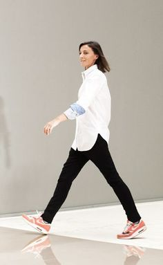 phoebe philo- love the sneakers with this outfit. New York Fashion, Teen Fashion, Runway Fashion, Fashion Tips, Fashion Trends, Celine, Summer Outfits, Casual Outfits, Phoebe Philo