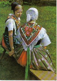 Sorbian Costume : 11 regions each differently dressed Region: Wojerecy (Hoyerswerda)