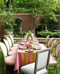 Al fresco entertaining lush + colors Outdoor Dining, Dining Area, Outdoor Decor, Outdoor Rooms, Outdoor Fun, Fine Dining, Dining Room, Outdoor Tables, Patio Dining