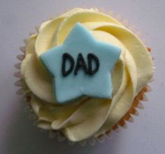 Simple vanilla cupcake for Father's Day Birthday Cake For Father, Fathers Day Cupcakes, Fathers Day Cake, Happy Fathers Day, Holiday Cupcakes, Love Cupcakes, Easter Cupcakes, Yummy Cupcakes, Mini Cakes