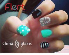 Nails pretty. ¡Qué te parece esta increíble idea de manicure con la línea de #Chinaglaze! ¿Te gusta? #NailsFlert #Atrévete