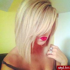 Fryzury Proste z grzywką włosy: Fryzury Średnie Na co dzień Proste z grzywką - CzEkOlAdKa2010 - 1841111