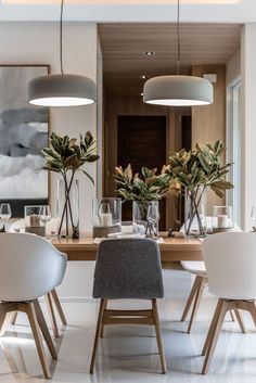 Get inspired by these dining room decor ideas! From dining room furniture ideas, dining room lighting inspirations and the best dining room decor inspirations, you'll find everything here! Dining Room Design, Dining Room Furniture, Dining Room Table, Dining Rooms, Kitchen Design, Kitchen Ideas, Furniture Ideas, Kitchen Decor, Table Lamps