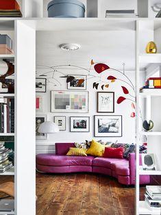 Modedesignern Natalia Altewai och fotografen Marcus Ohlsson har planerat sin Söderlägenhet precis som de vill ha den: med plats för reseminnen, böcker och konst.