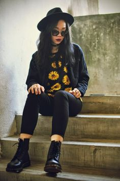 18 Must Have Grunge Accessories and Clothing Grunge Outfit with Oasap Sunglasses Fashion Mode, Moda Fashion, Fashion 101, Grunge Fashion, Teen Fashion, Fashion Outfits, Fashion Trends, Fashion Black, Runway Fashion