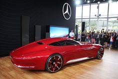 Das Showcar ist fast sechs Meter lang und steht auf 24-Zoll-Rädern. Die...