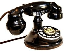 """This is the first desk phone of the Bell System that had a complete one piece handset circa 1927-28. This phone had a short run. The """"202"""" common round based B1 and the oval based D1 were prevelant throughout the 1930's."""