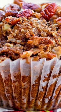 Pumpkin Pecan Muffins with Cinnamon Sugar Crumble Topping ~ They are soft and moist and are topped with sweet cinnamon pecan crumble topping. Just the right balance of flavors! **USE SWEET POTATO INSTEAD OF PUMPKIN** Zucchini Muffins, Muffins Blueberry, Almond Muffins, Pumpkin Recipes, Fall Recipes, Sweet Recipes, Holiday Recipes, Veggie Recipes, Cupcakes