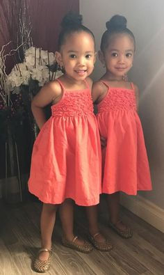 Gorgeous identical twin sisters ❤ These baby girls are just adorable! #multiples #twins #twinlife #sisters #siblings