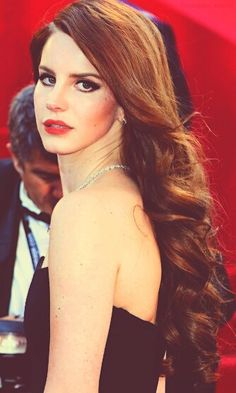 Lana Del Rey is just stunning, especially in bright lipstick.We LOVE her long flowing #hair too! #chillhair #lanadelrey