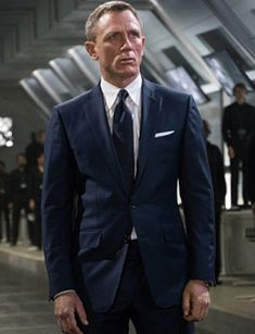 007 Star Daniel Craig Signed for two more James Bond films after SPECTRE. According to the Mirror, the old actor is contracted to do five movies in total. Terno James Bond, James Bond Suit, Bond Suits, James Bond Style, James Bond Movies, Daniel Craig James Bond, Daniel Craig Style, Craig Bond, Rachel Weisz