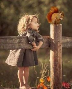 -Can you see my Bae coming, Mr squirrel? 😒 - Marion Otto - -Can you see my Bae coming, Mr squirrel? 😒 -Can you see my Bae coming, Mr squirrel? So Cute Baby, Cute Kids, Cute Babies, Animals For Kids, Baby Animals, Cute Animals, Precious Children, Beautiful Children, Jolie Photo