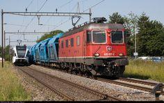 High quality photograph of SBB Re RABe 526 # 620 526 749 at Erlen, Switzerland. Location Map, Photo Location, Swiss Railways, Rabe, Electric Locomotive, Switzerland, Community