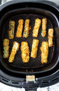 air fryer recipes: air fryer zucchini fries in the phillips air fryer. Air Fryer Oven Recipes, Air Frier Recipes, Air Fryer Recipes Squash, Air Fryer Recipes Gluten Free, Air Fryer Recipes Potatoes, Air Fryer Recipes Appetizers, Air Fryer Recipes Vegetables, Zucchini Pommes, Fried Zucchini