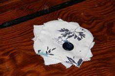 Inktlap, uit de vorige eeuw toen er nog met een kroontjespen en inkt geschreven werd! De lap diende om het pennetje schoon te houden.