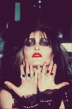 The Godmother of Goth: 40 Vintage Photos That Show the Classic Goth Look of Siouxsie Sioux From British Punk Siouxsie Sioux, Siouxsie & The Banshees, Glam Rock, 80s Goth, Punk Goth, Jean Harlow, Danielle Dax, Art Chanel, British Punk