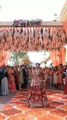 Wedding Dance Video, Dance Floor Wedding, Wedding Videos, Indian Bridal Photos, Indian Bridal Outfits, Indian Bridal Fashion, Indian Wedding Songs, Bride Entry, Indian Wedding Photography Poses