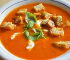 Wściekła szarlotka Babci Zosi - kuchniabazylii.pl - blog kulinarny Tortillas, Cobb, Up Halloween, Falafel, Thai Red Curry, Feta, Ethnic Recipes, Partys, Ideas