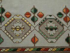 Neşe'nin gözdeleri Labor, Bargello, Bohemian Rug, Embroidery Designs, Inspiration, Ideas, Dots, Embroidery, Bebe