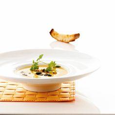 Varm dig på denne cremede suppe med en spændende smagsvariation.