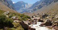2011-12-04: Yerba Loca: A sólo 25 kilómetros de Santiago hacia la Cordillera de Los Andes se encuentra el Santuario de la Naturaleza Yerba Loca, un lugar alejado de toda civilización en el que se puede estar en contacto directo con la flora y fauna cordillerana (1 day)
