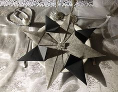 How to champagne flute fan napkin fold basic napkin folds pinterest napkins and champagne - Pliage serviette etoile ...