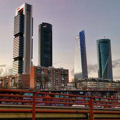 Mordor.. . . . . . . . . . . . . #places #lugares #madrid #autumn#otoño #urbanscenes#escenasurbanas #HuaweiMate20Pro @huaweimobileesp Willis Tower, Skyscraper, Madrid, Multi Story Building, Instagram, Travel, Sands, Places, Skyscrapers