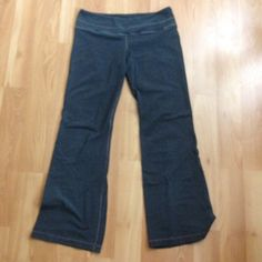 Lululemon wide leg pant! Cotton Lycra blend yoga pants with small pocket along waistband. There are some signs of wear along the inner thighs but are otherwise in like new condition lululemon athletica Pants Wide Leg