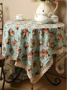 Kitchen table cloth vintage linen 35 Ideas for 2019 Floral Tablecloth, Vintage Tablecloths, Grange Restaurant, Linens And Lace, Shabby Chic Kitchen, Table Covers, Table Linens, Cool Kitchens, Table Decorations