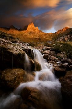 pagodagallery:  Mountain by ChrisKaddashttp://500px.com/photo/43456634Visit bkk09's instagram