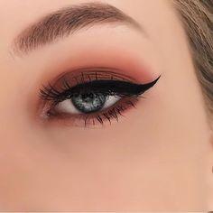 Burgundy eye makeup for smokey eyes