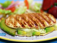 Grilled Cheese with Avocado - QueRicaVida.com