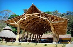 This beautiful Guadua bamboo house in Costa Rica, is located near Playa Sombrero at the Osa Peninsula. The bamboo house was designed and built by Costa Rican architect Mariela Garcia and her husband Steve Jurries. Bamboo Architecture, Sustainable Architecture, Architecture Design, Sustainable Building Materials, Bamboo Art, Giant Bamboo, Bamboo Roof, Jardin Decor, Bamboo Building