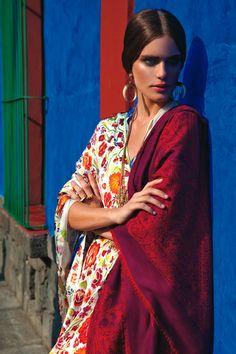 Pineda Covalin vistiendo el mundo de Frida Kahlo