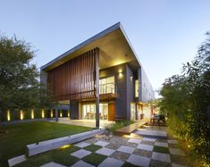 Completed in 2012 in Chadstone, Australia. Images by Dave Keluza. A House That Meets the Heart   When you arrive at the house you enter…
