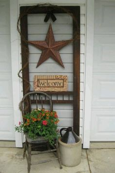 Brilliant Ways To Transform A Broken, Old Screen Door Into An Amazing Home Addition Old screen door.I like the idea of decorating between the garage doors :)Old screen door.I like the idea of decorating between the garage doors :) Old Screen Doors, Old Doors, Vintage Screen Doors, Old Window Screens, Old Windows, Windows And Doors, Windows Decor, Eco Deco, Country Treasures