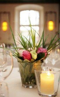 Rosen in schlichter Vase / classic wedding table decoration