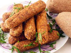 Fűszeres tofukolbászok gluténmentes bagettel vegán recept plantbased növényi alapú Tortilla Chips, Veggie Recipes, Tofu, Hummus, Quinoa, Sausage, Curry, Veggies, Vegan