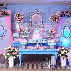 Festa Cinderela com uma decoração belíssima. By @sonhosdecoracao 😍😍😍