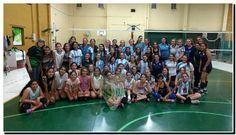 Bianca Cugno se despidió de Profesoras y Compañeras en el último Entrenamiento y viaja al Sudamericano de Voley que se juega en Paraguay. Basketball Court, Sports, Teacher, Training, News, Hs Sports, Sport, Exercise
