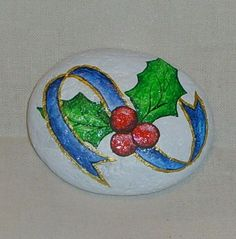Pebble Painting, Pebble Art, Stone Painting, Rock Painting, Christmas Rock, Christmas Crafts For Gifts, Stone Crafts, Rock Crafts, Rock Flowers